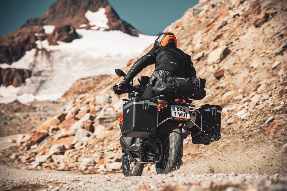 KTM 890 Adventure en acción